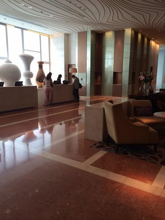 Fairmont Makati: Small lobby