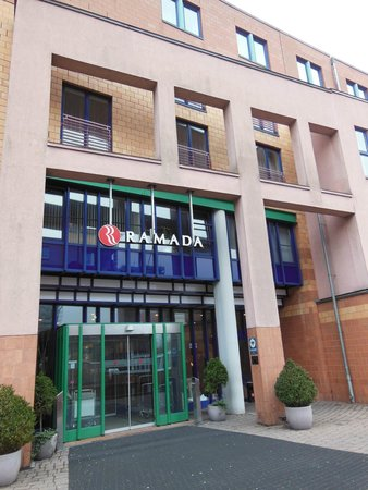 H4 Hotel Hamburg Bergedorf: вход