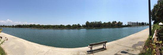 Grand Prestige Hotel & Spa : Yani basinda göl.