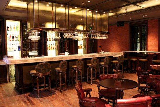 InterContinental Shanghai Expo: Liquor Factory (English style bar)