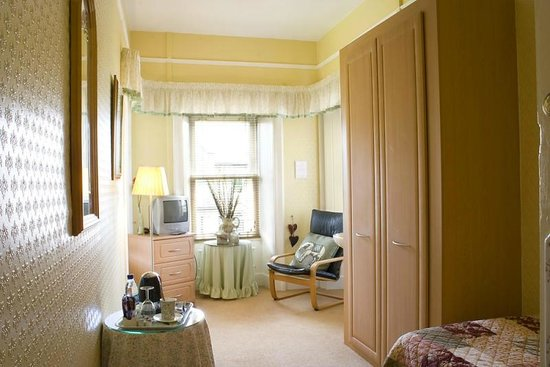 Fairview Guest House: Room 2: large single room with sitting area, with views over the fells
