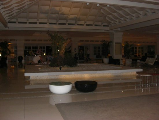 H10 Andalucia Plaza: impressive foyer