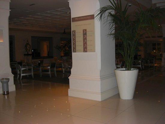 H10 Andalucia Plaza: reception area