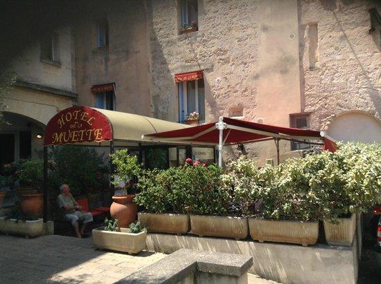 Logis Hotel de la Muette: ingang hotel