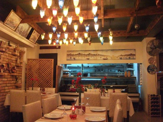 Sokullu Pizza & Restaurant: View from outside seating into the restaurant