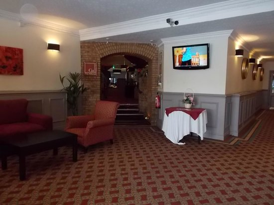 The Hillcrest Hotel Widnes: Entrance to the dining room