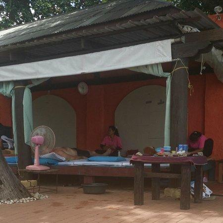 Baan Samui Resort: massage area