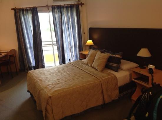 foto de hotel campo alegre, rafaela: el escritorio, espejo hasta el
