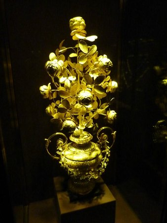 Imperial Treasury of Vienna: Golden roses