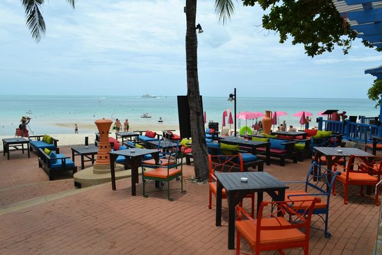 Baan Samui Resort : dining area by the pool