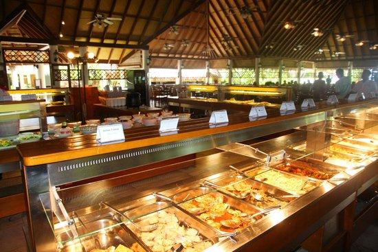 Fihalhohi Island Resort: Buffet Lunch, Palm Grove Resto