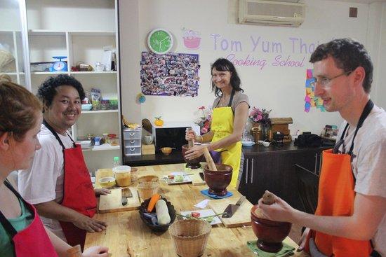 Tom Yum Thai Cooking School: Preparing food for cooking