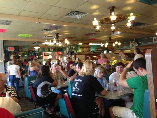 Lenny's Restaurant : Breakfast crowd....it thins out fast though