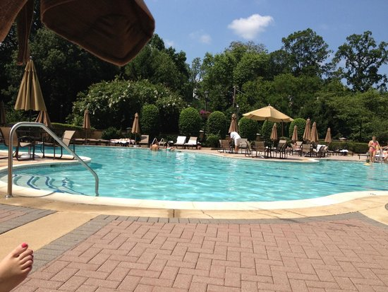 Omni Shoreham Hotel: Outdoor Pool/hot tub (baby pool too)