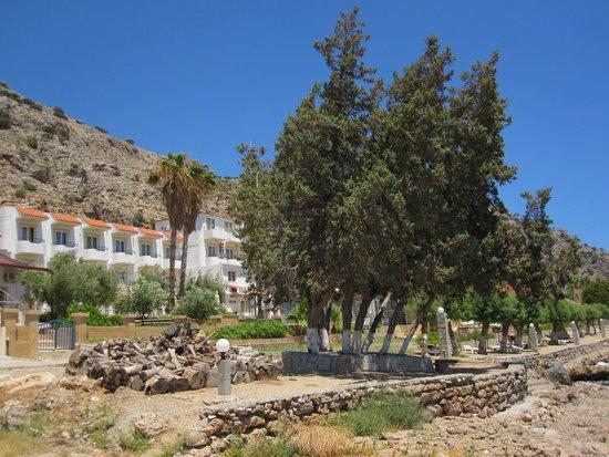 Hotel Ilyssion: Hotel vom Strand aus gesehen