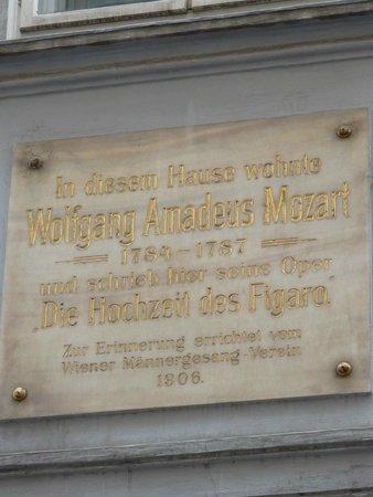 Historisches Zentrum von Wien: Mozarthaus sign