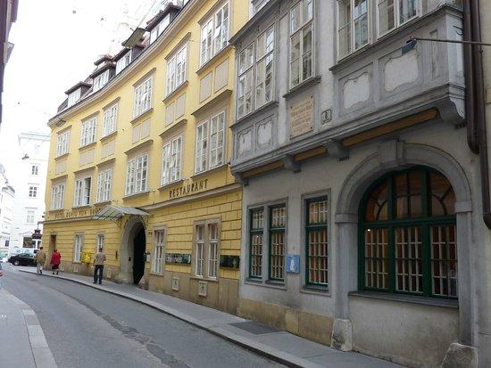 Historisches Zentrum von Wien: Mozarthaus and Hotel König Von Ungarn