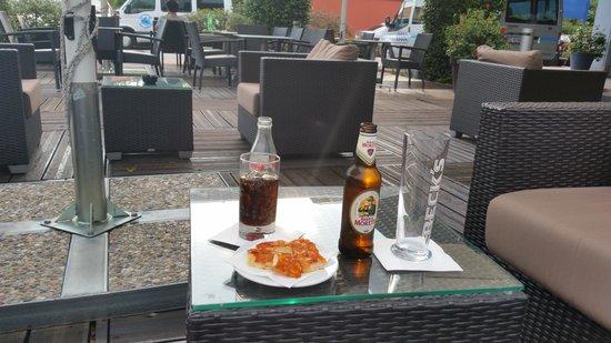 First Hotel Malpensa: Patio bar/area