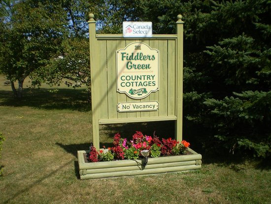 Fiddlers Green Country Cottages : Welcome Sign
