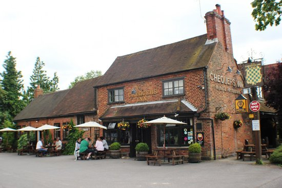 Chequers Inn Hotel and Restaurant: Outside seating