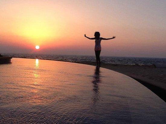 Anantara Sir Bani Yas Island Al Yamm Villa Resort: Sunset by the swimming pool