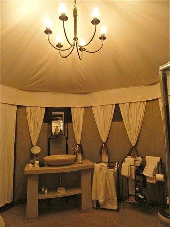 The Elephant Camp: Elegant bathroom