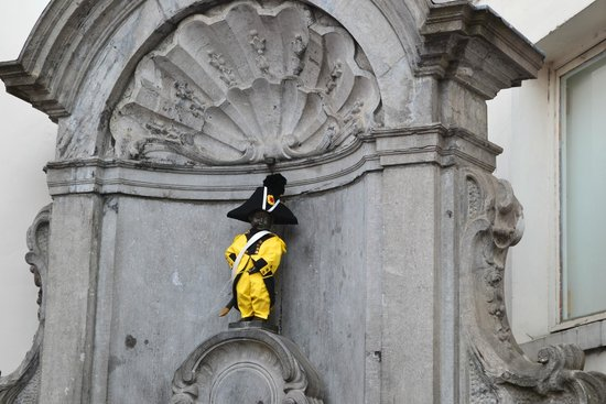 Manneken Pis : Vestito