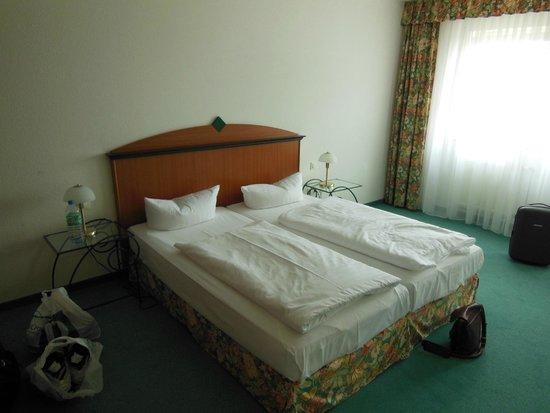 Artis Suite Hotel: кровать