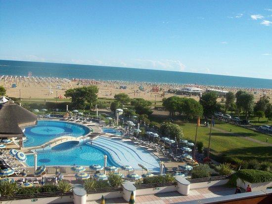 Savoy Beach Hotel Meravigliose Piscine Che Vanno Verso Il Mare