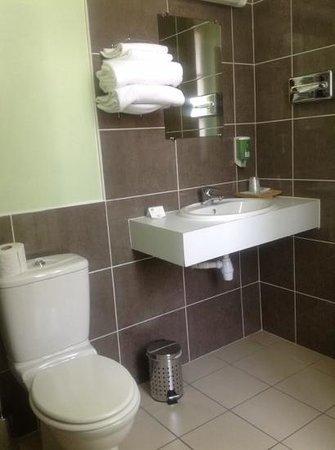 Hotel de La Petite Verrerie: lavabo e inodoro