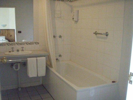 Corryong Country Inn : Bathroom