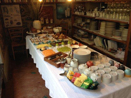Le Stanze del Casale B&B : Frukostbordet var magnifikt