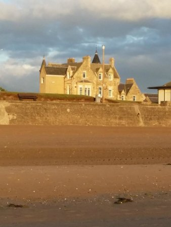 The Burnside Guest House : A walk on the beach just minutes away