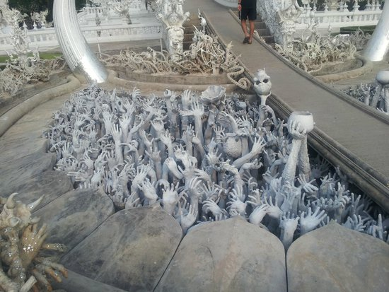 Wat Rong Khun : sculture anomale