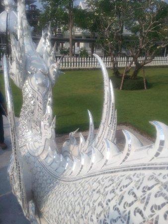 Wat Rong Khun : la luce