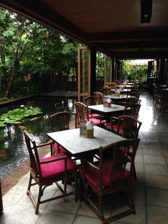 Jim Thompson House: Jim Thomson Cafe and fish pond