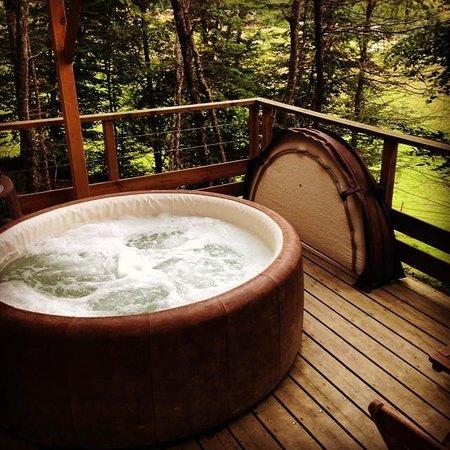 Domaine d'Escapa : Le spa sur la terrasse