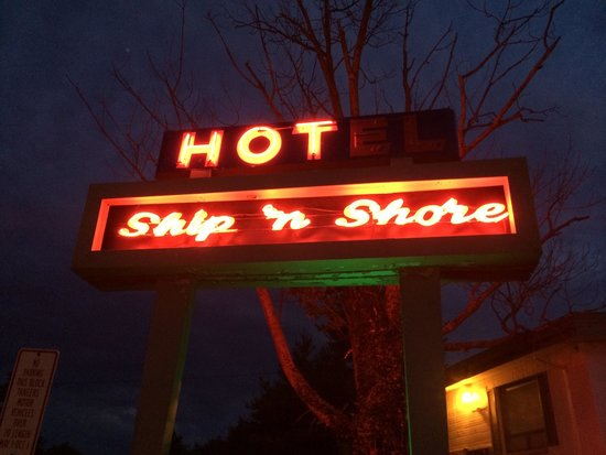 Ship-N-Shore Hotel: The big sign