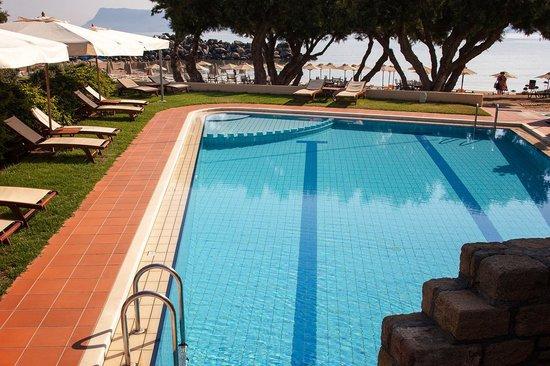 Aphrodite Beach Hotel: бассейн