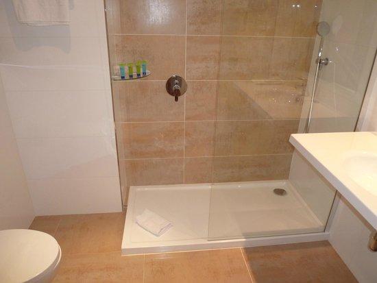 THB Los Molinos: Beim Duschen gibt es leider eine Überschwemmung