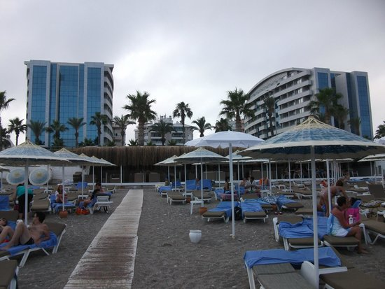 Porto Bello Hotel Resort & Spa: View from Beach back to Hotel