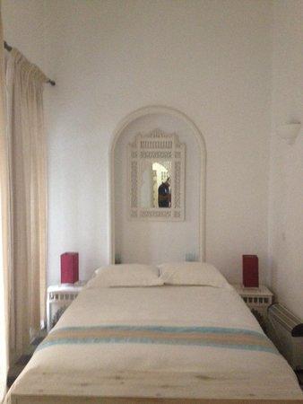 Riad Senso: Hab. Planta baja carece de intimidad. Relacion calidad precio de esta habitacion no es buena.
