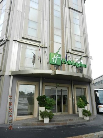 Holiday Inn Milan - Garibaldi Station: View of Hotel from outside