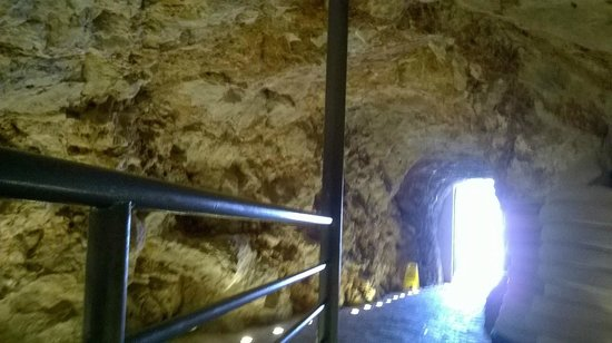 Hotel More: CAVE BAR