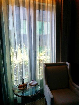 Hotel Eclat Taipei: room window
