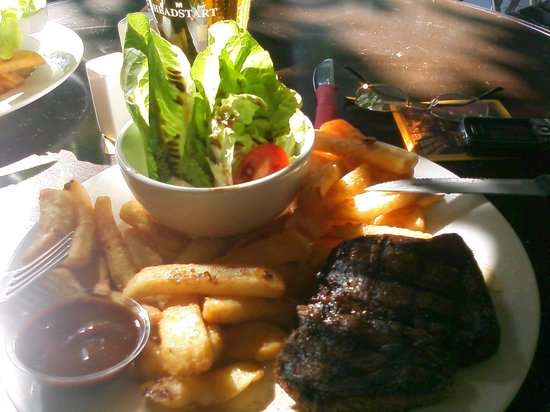 Glasshouse Maintain Tavern: Good steak & chips