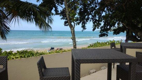 Berjaya Beau Vallon Bay Resort & Casino - Seychelles : view from the poolside