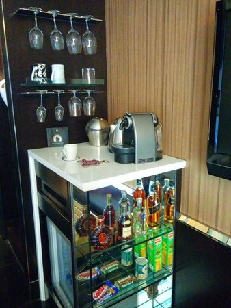 Hotel Eclat Taipei: room bar