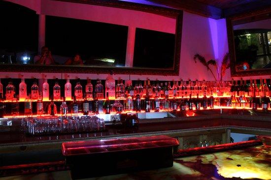 Habitation Jouissant: Bar