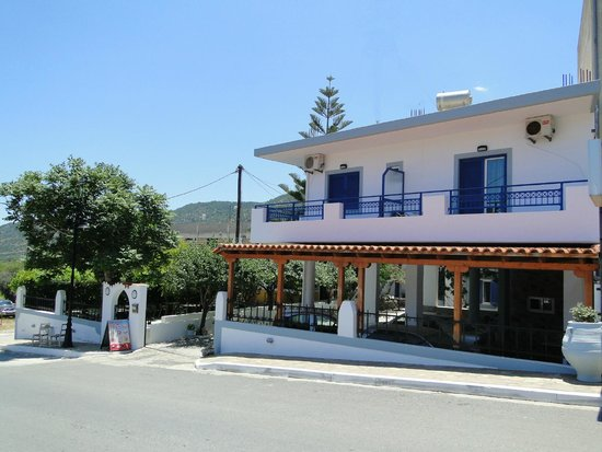Argyro Rent Rooms : External view of hotel